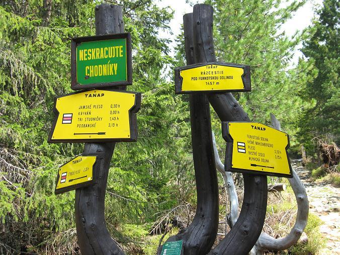 Foto: Andreas Koller / Wander Tour / Krivan von Strbske pleso (2494 m) / Wegweiser zum Krivan / 21.05.2007 19:36:46