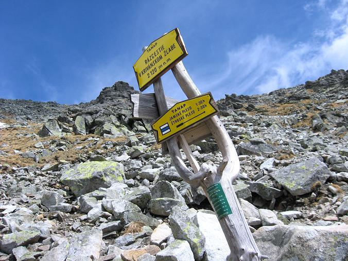 Foto: Andreas Koller / Wander Tour / Krivan von Strbske pleso (2494 m) / Wegtafel in 2120 m / 21.05.2007 19:42:47