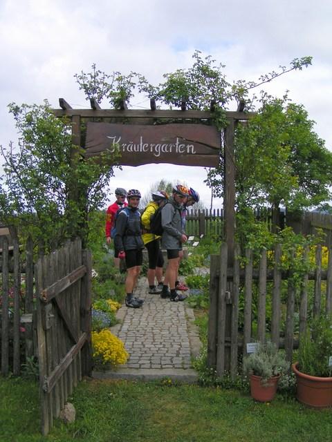 Foto: Jürgen Lindlbauer / Mountainbiketour / Von Unterweitersdorf nach Ottenschlag im Mühlkreis / Kräutergarten vom Verschönerungsverein Hirschbach  / 21.05.2007 22:25:16
