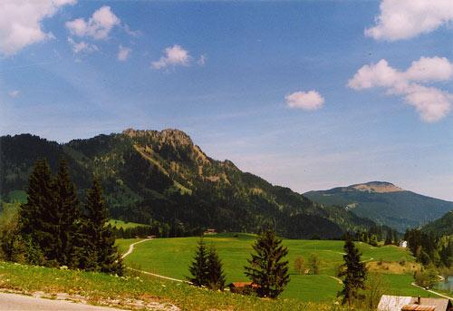 Foto: vince 51 / Wander Tour / Von Unterjoch auf den Zinken (1613m) / Links der Zinken, rechts Sorgschrofen, ganz rechts der Edelsberg  / 22.05.2007 21:41:55