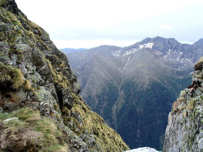 Foto: Andreas Koller / Wander Tour / Gummaberg und Kreuzhöhe (2566 m) / Das Roteck (2742 m) von der kleinen Scharte unterhalb des Gipfels / 28.05.2007 10:39:20