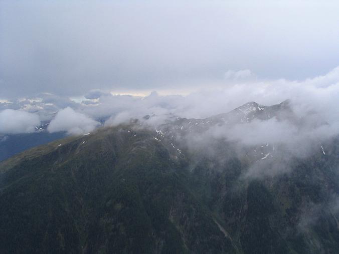 Foto: Andreas Koller / Wander Tour / Gummaberg und Kreuzhöhe (2566 m) / Wettersturz im Lungau / 28.05.2007 10:44:19