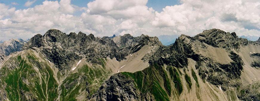 Foto: vince 51 / Wander Tour / Von der Memminger Hütte auf die Oberlahmsspitze (2658m) / Panorama von Nord bis Ost / 28.05.2007 22:03:08