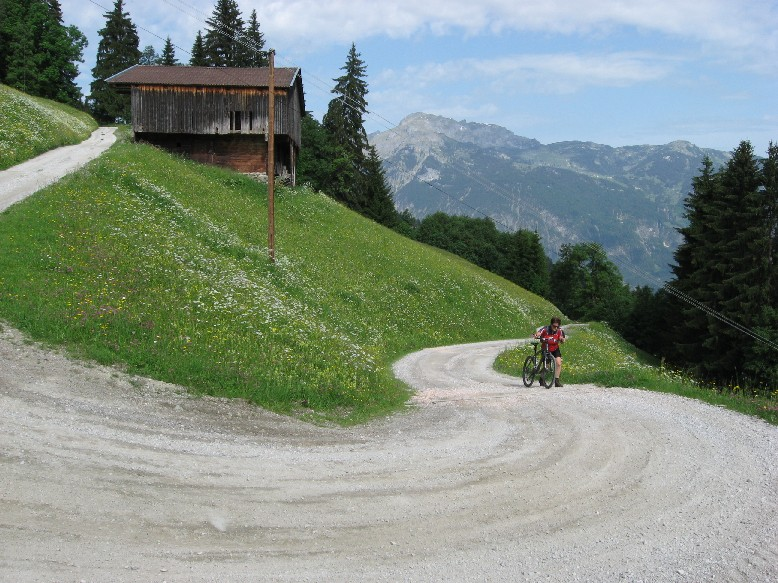 Foto: mucho / Mountainbike Tour / Hochlindalm / Blickrichtung Rofan / 29.05.2007 15:29:43