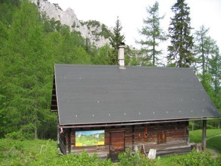 Foto: dobratsch11 / Wander Tour / Mallestiger Mittagskogel / Die Mitzl-Moitzl Hütte / 30.05.2007 20:56:24