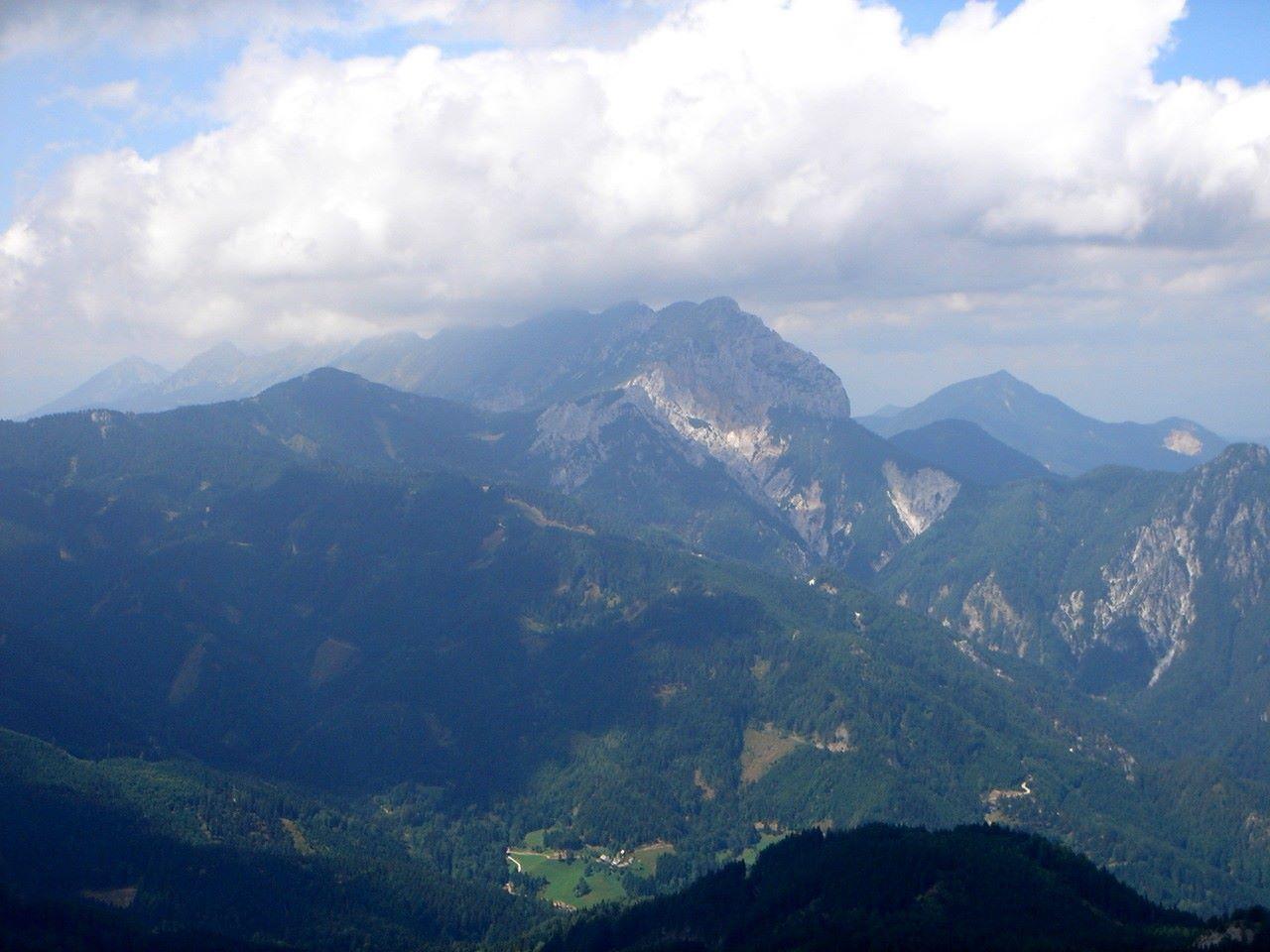 Foto: Manfred Karl / Wander Tour / Über den Krainersteig auf den Kärntner Storschitz / Blick hinüber zur Koschuta. / 03.06.2007 18:03:44