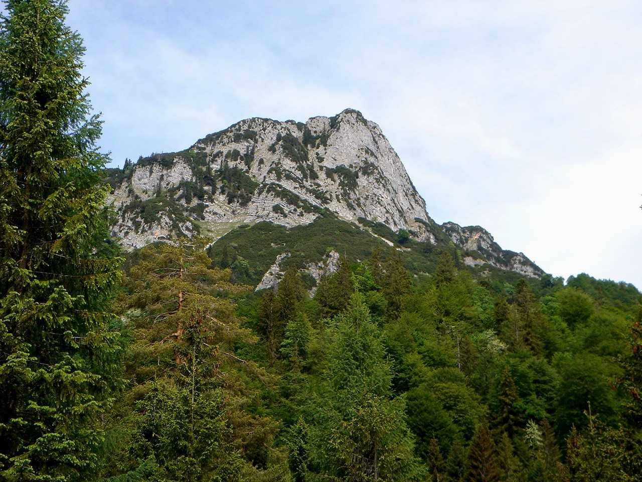 Foto: Manfred Karl / Wander Tour / Törlkopf, 1704 m / Von hier aus schaut der Törlkopf noch recht unnahbar aus. / 03.06.2007 20:42:12