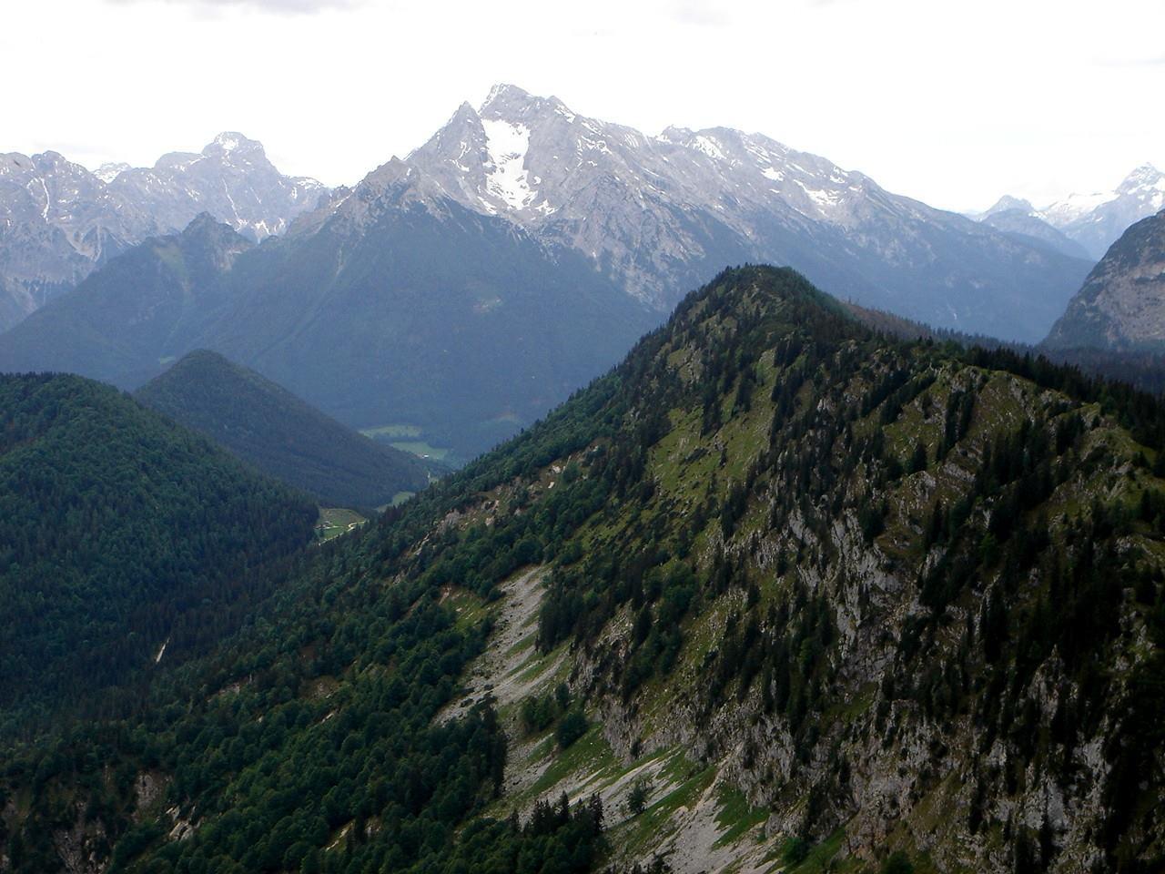 Foto: Manfred Karl / Wander Tour / Törlkopf, 1704 m / Blick zum Hundstod und Hochkalter. / 03.06.2007 20:50:07
