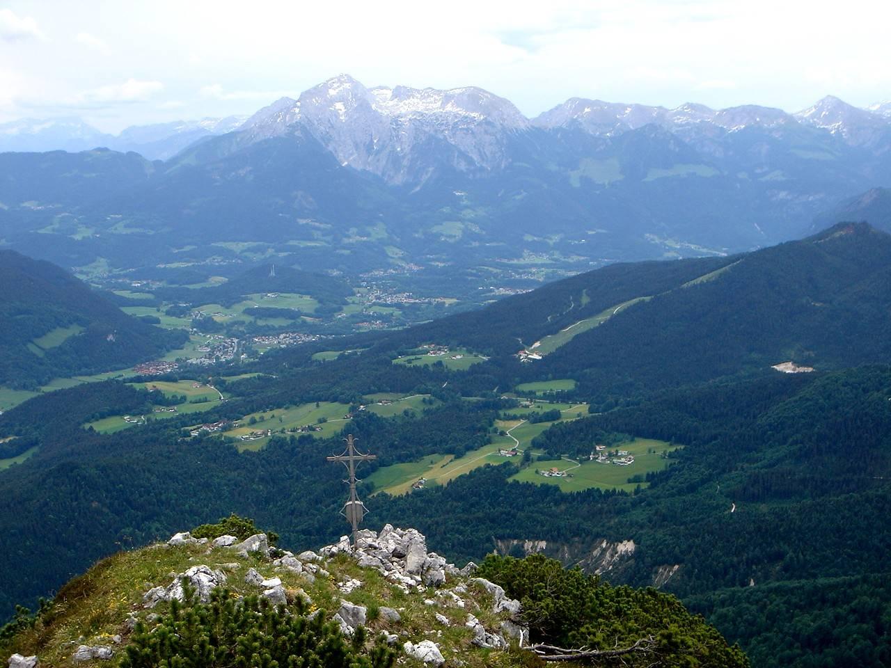 Foto: Manfred Karl / Wander Tour / Törlkopf, 1704 m / Im Hintergrund: Dachstein, Tennengebirge, Göllstock, Hagengebirge. / 03.06.2007 20:52:40