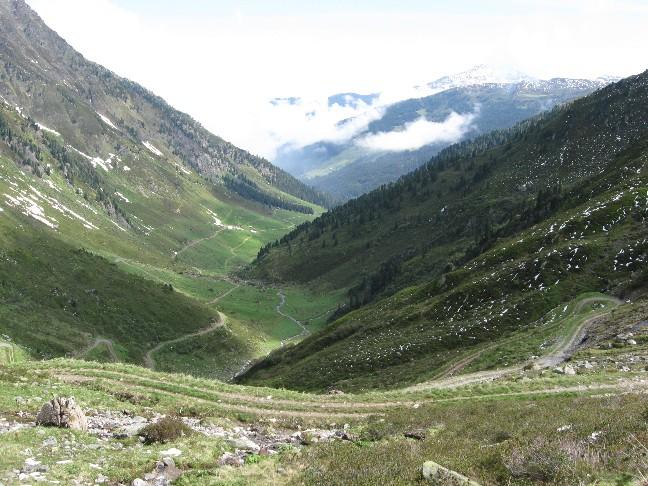 Foto: mucho / Mountainbike Tour / Hippold / Blick über den Almkessel der Grafennsalm, Hinten Gilfert / 06.06.2007 19:14:49