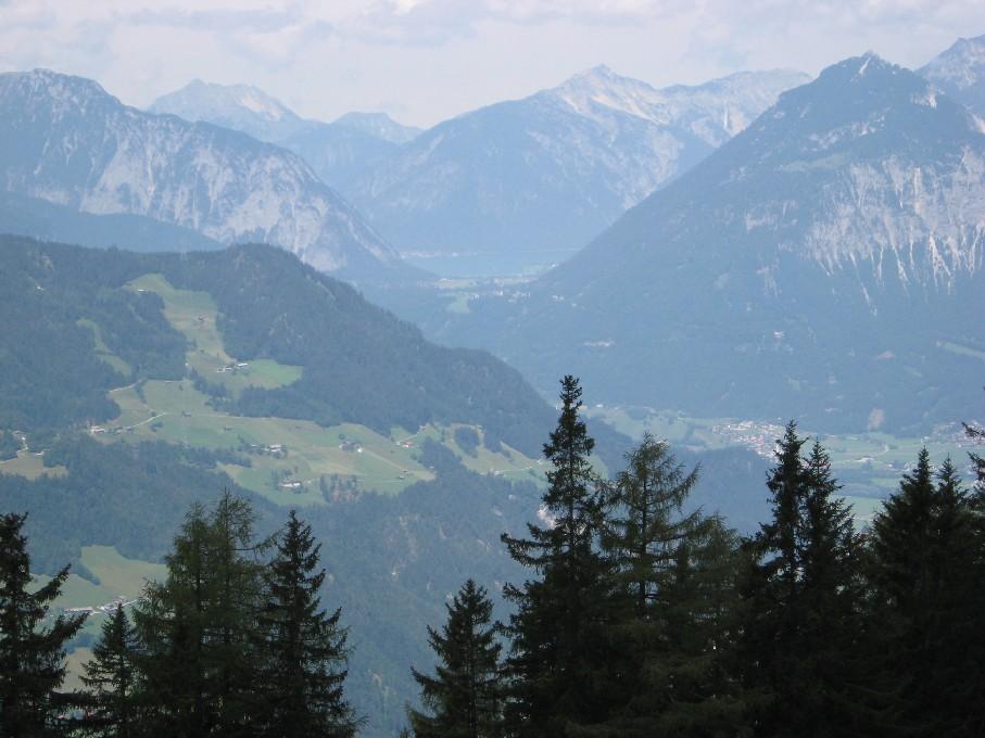Foto: mucho / Mountainbike Tour / Wiedersberger Horn / im Mittelgrund der Achensee, dahinter Seebergspitze / 06.06.2007 22:53:24