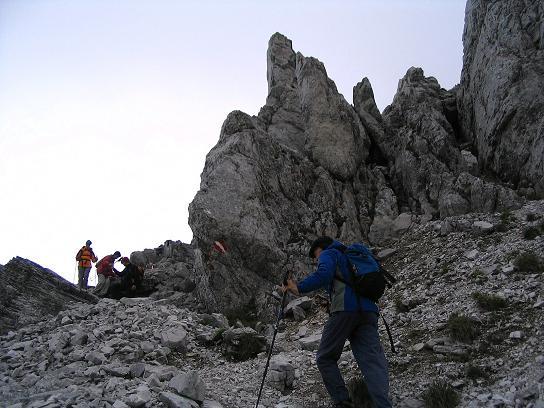 Foto: Andreas Koller / Wander Tour / Über die Gsollhütte auf die TAC-Spitze (2019 m) / Vom Hirschegg Sattel weg wird der Anstieg alpiner / 07.06.2007 22:57:51