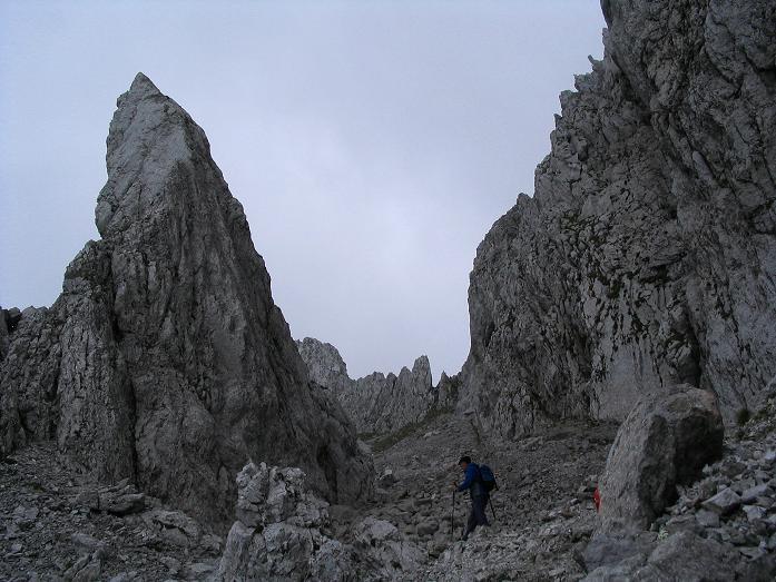 Foto: Andreas Koller / Wander Tour / Über die Gsollhütte auf die TAC-Spitze (2019 m) / Der Keppelzahn / 07.06.2007 22:58:06