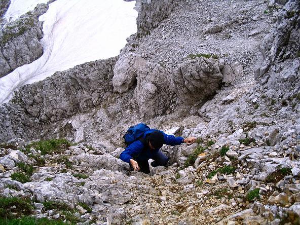 Foto: Andreas Koller / Wander Tour / Über die Gsollhütte auf die TAC-Spitze (2019 m) / Schlüsselstelle im Kamin / 07.06.2007 22:59:03