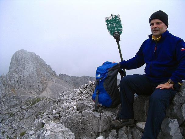 Foto: Andreas Koller / Wander Tour / Über die Gsollhütte auf die TAC-Spitze (2019 m) / Gipfel der TAC-Spitze gegen Vordernberger Griesmauer (2015 m) / 07.06.2007 22:59:43