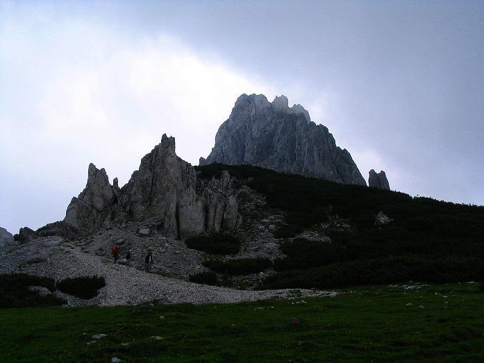 Foto: Andreas Koller / Wander Tour / Über die Gsollhütte auf die TAC-Spitze (2019 m) / Die Griesmauer (2015 m) vom Hirschegg Sattel / 07.06.2007 23:03:28
