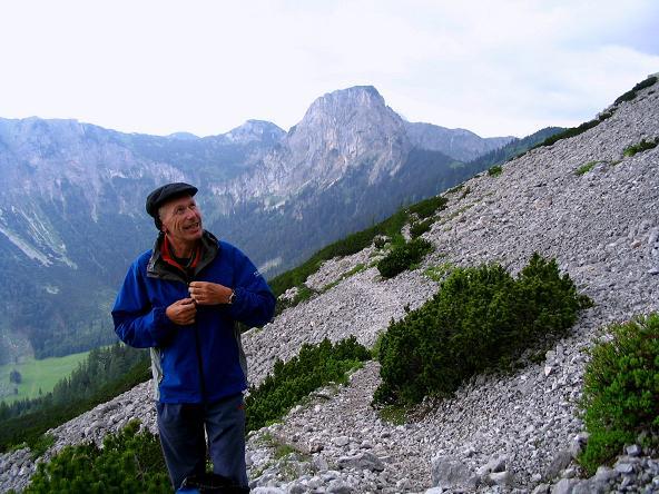 Foto: Andreas Koller / Wander Tour / Über die Gsollhütte auf die TAC-Spitze (2019 m) / Im Abstieg zur Gsollhütte gegen Frauenmauer (1827 m) / 07.06.2007 23:03:52