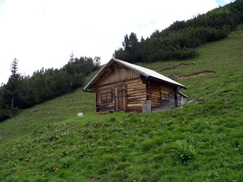 Foto: vince 51 / Wander Tour / Von Namlos auf Engelspitze und Seelakopf / Die Rudighütte 1868m / 09.06.2007 23:10:18