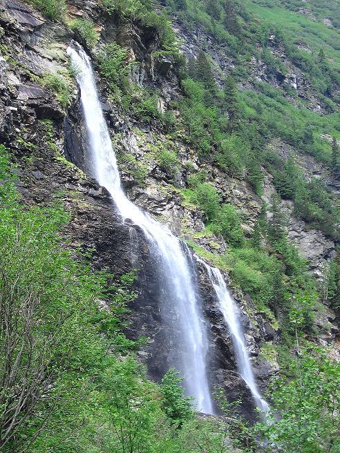Foto: Andreas Koller / Wander Tour / Über die Hans Wödl Hütte auf die Hochwildstelle (2747 m) / Schleierfall zwischen Hütten- und Obersee / 11.06.2007 21:09:34