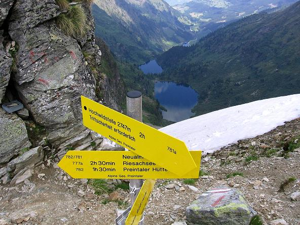 Foto: Andreas Koller / Wander Tour / Über die Hans Wödl Hütte auf die Hochwildstelle (2747 m) / Von der Neualmscharte Blick auf den Ober- und den Hüttensee / 11.06.2007 21:14:04