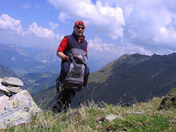Foto: Andreas Koller / Wander Tour / Über die Hans Wödl Hütte auf die Hochwildstelle (2747 m) / Hoch über dem Ennstal am NW-Grat / 11.06.2007 21:15:41