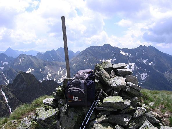 Foto: Andreas Koller / Wander Tour / Vom Giglachsee auf die Engelkarspitze (2518 m) / Gipfelblick von der Engelkarspitze in den südlich gelegenen Lungau / 11.06.2007 22:43:43