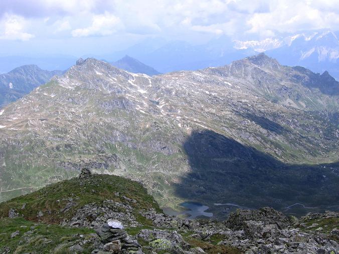 Foto: Andreas Koller / Wander Tour / Vom Giglachsee auf die Engelkarspitze (2518 m) / Tiefblick auf den Gigalchsee / 11.06.2007 22:45:35