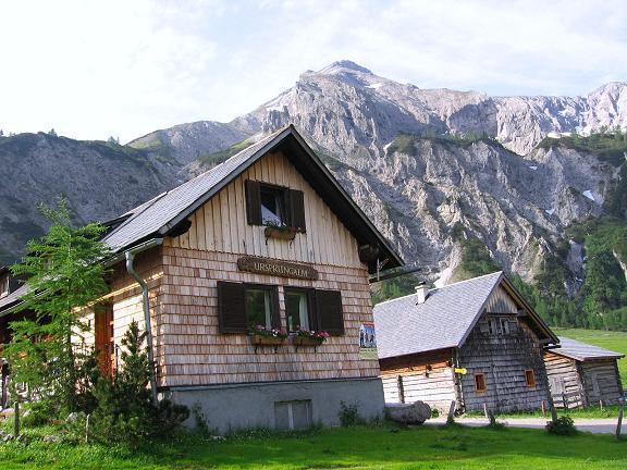 Foto: Andreas Koller / Wander Tour / Vom Giglachsee auf die Engelkarspitze (2518 m) / Über der Ursprungalm thront die Steirische Kalkspitze (2459 m) / 11.06.2007 22:40:19