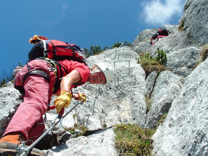 Foto: Johann Kussegg / Klettersteig Tour / Hochthron-Klettersteig  / steil zieht der Fels hinauf  über die  Raue Welt / 13.06.2007 11:47:28