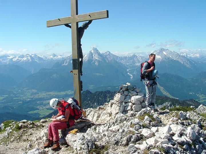 Foto: Johann Kussegg / Klettersteig Tour / Hochthron-Klettersteig  / am Gipfel kreuz vom Berchtesgadener Hochthron / 13.06.2007 11:49:21