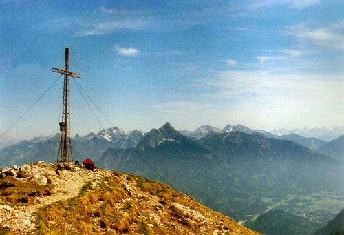Foto: vince 51 / Wander Tour / Vilser Kegel / Blick nach Osten zu den Ammergauer Alpen; in Bildmitte der Säuling / 15.06.2007 22:36:37