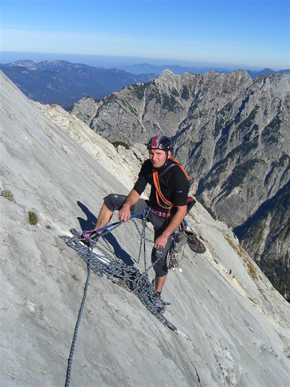 Foto: fliege / Kletter Tour / Lauf Forest lauf VI 4+ A0 / Schrotter Christian am Standplatz nach der 8. Seill. (Standplätze Geländebedingt oft schwierig zu finden !!) / 13.07.2007 19:56:46