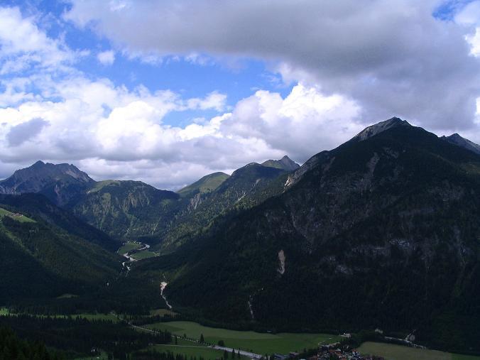 Foto: Andreas Koller / Wander Tour / Stanserjoch und Tunnelsteig (2102m) / Blick in die Karwendeltäler / 18.06.2007 17:16:44