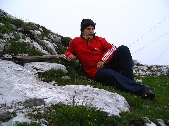 Foto: Andreas Koller / Wander Tour / Stanserjoch und Tunnelsteig (2102m) / Verdiente Rast am Gipfel / 18.06.2007 17:20:23