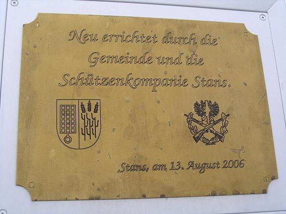 Foto: Andreas Koller / Wander Tour / Stanserjoch und Tunnelsteig (2102m) / Inschrift am Gipfelkreuz / 18.06.2007 17:20:40