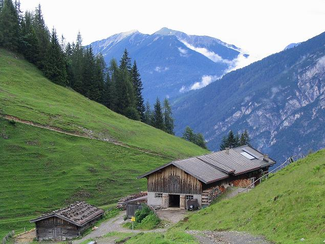 Foto: Andreas Koller / Wander Tour / Stanserjoch und Tunnelsteig (2102m) / Bärenbadalm / 18.06.2007 17:22:34