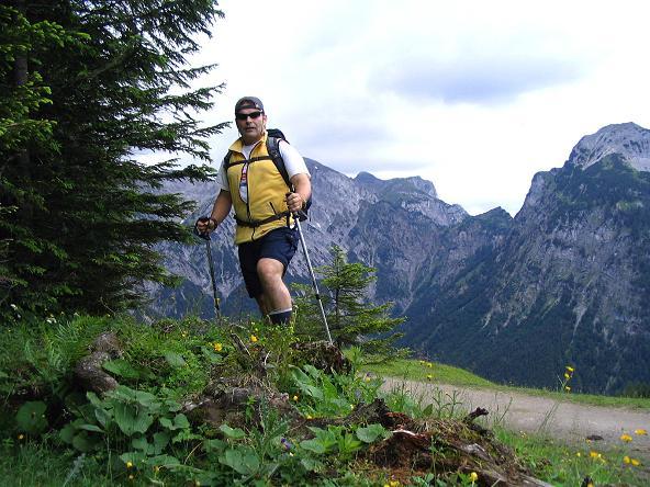 Foto: Andreas Koller / Wander Tour / Stanserjoch und Tunnelsteig (2102m) / Anstieg zur Bärenbadalm / 18.06.2007 17:17:14
