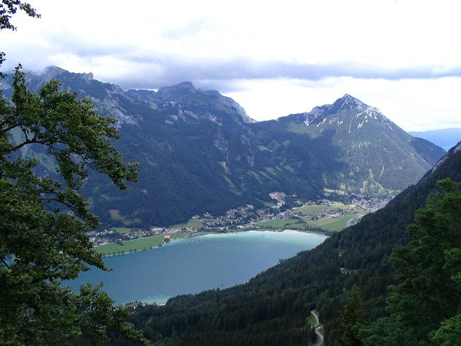Foto: Andreas Koller / Wander Tour / Stanserjoch und Tunnelsteig (2102m) / Gipfel des Rofan mit Achensee / 18.06.2007 17:17:32