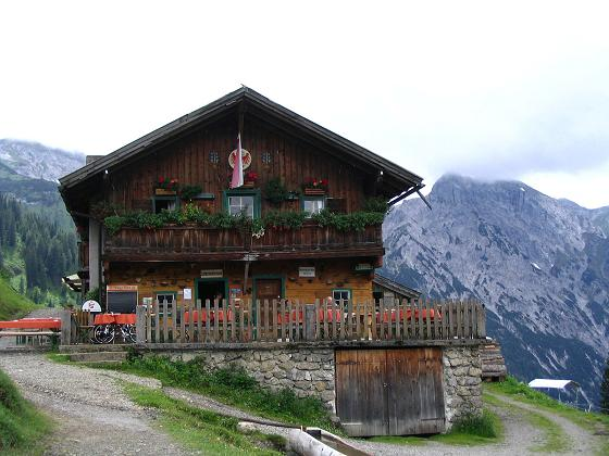Foto: Andreas Koller / Wander Tour / Stanserjoch und Tunnelsteig (2102m) / Die Bärenbadalm / 18.06.2007 17:17:41