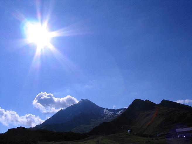 Foto: Andreas Koller / Wander Tour / Ahornspitze und Popbergschneid (2976m) / Die Ahornspitze im Gegenlicht / 18.06.2007 17:57:46
