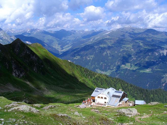 Foto: Andreas Koller / Wander Tour / Ahornspitze und Popbergschneid (2976m) / Edelhütte und Tuxer Voralpen um den Rastkogel (2762 m) / 18.06.2007 18:01:10