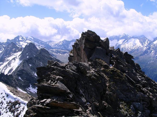 Foto: Andreas Koller / Wander Tour / Ahornspitze und Popbergschneid (2976m) / Der um 3 m höhere S-Gipfel und die Gletscher bedeckten Gipfel der Zillertaler Alpen / 18.06.2007 18:06:48