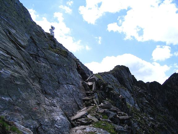 Foto: Andreas Koller / Wander Tour / Ahornspitze und Popbergschneid (2976m) / Gesicherter Steig in die Scharte unterhalb des Toreggenkogels (Teil des Aschaffenburger Höhenweges) / 18.06.2007 18:15:43