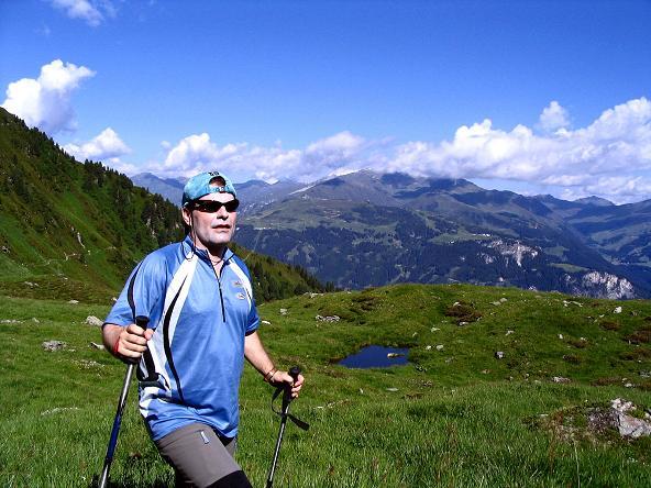 Foto: Andreas Koller / Wander Tour / Ahornspitze und Popbergschneid (2976m) / Seenauge mit den Tuxer Voralpen im Hintergrund / 18.06.2007 18:00:20