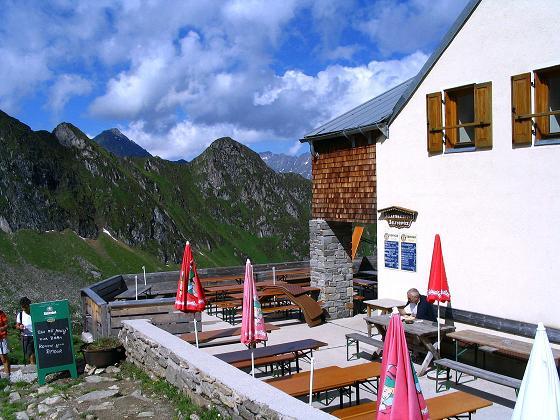Foto: Andreas Koller / Wander Tour / Ahornspitze und Popbergschneid (2976m) / Die Edelhütte / 18.06.2007 18:00:46
