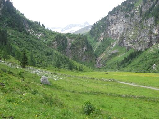 Foto: mucho / Mountainbiketour / Schönachtal / natürliche Felssperre hinter Issalm, Steilstufe, der Weg geht links hinauf / 18.06.2007 18:56:13