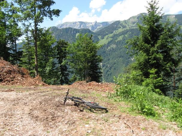 Foto: mucho / Mountainbike Tour / Voldöppberg / Ende des Weges mit Blick auf Rofan - Sagzahn. / 19.06.2007 17:26:33