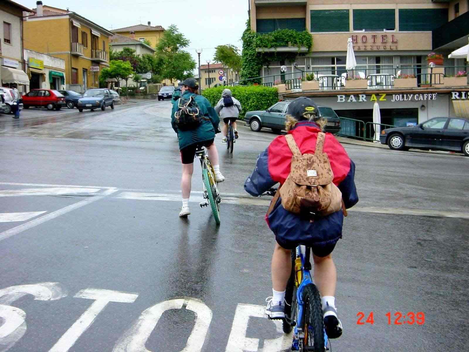 Foto: Manfred Karl / Mountainbike Tour / Von Castiglion Fiorentino zum Lago Trasimeno / Einrollen in Castiglion del Lago / 20.06.2007 17:55:11