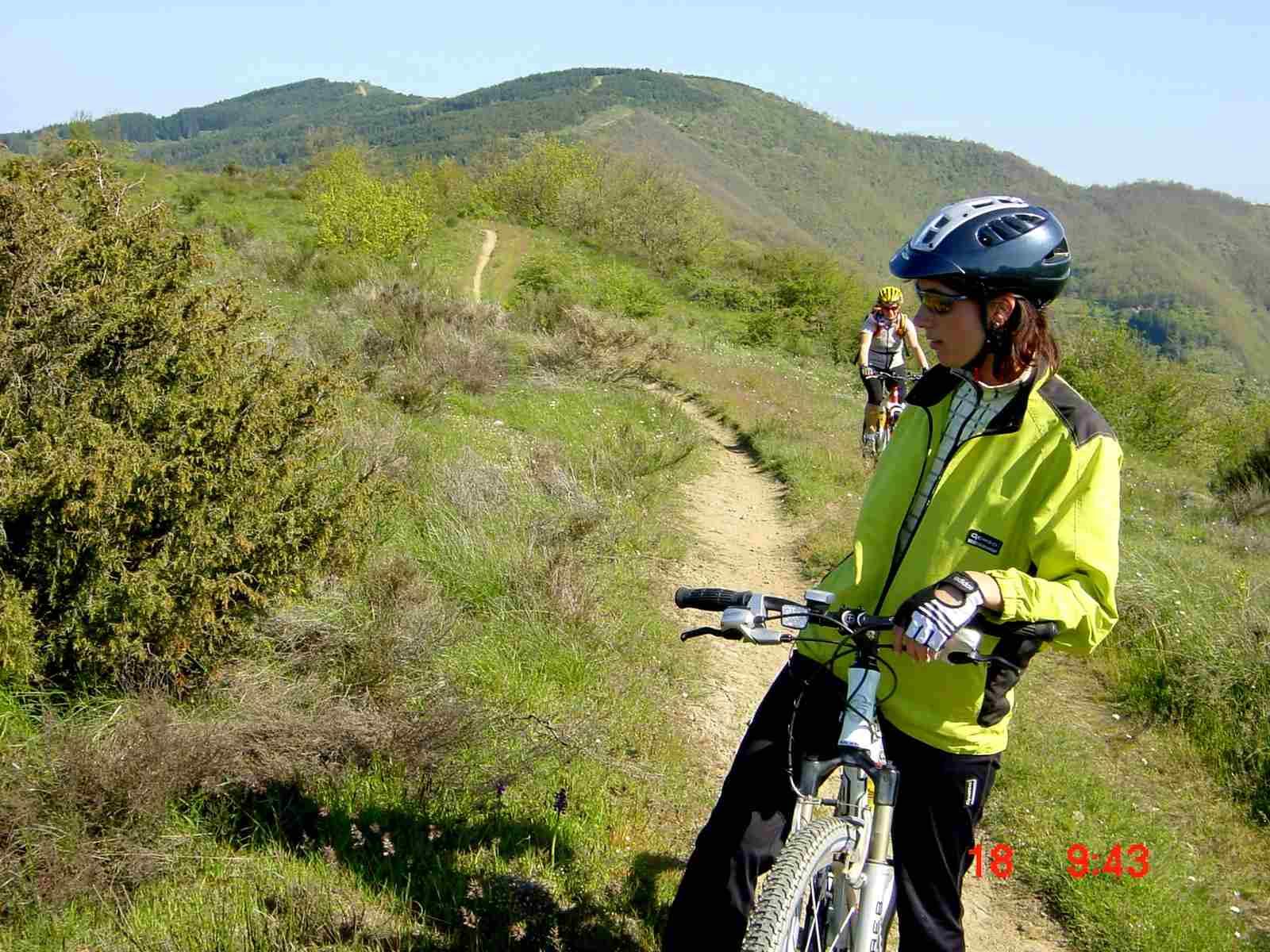 Foto: Manfred Karl / Mountainbike Tour / Monte Ginezzo, 928 m / Über diese Hügel geht es drüber / 20.06.2007 06:20:36
