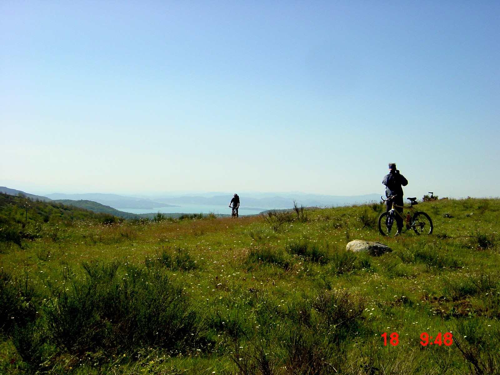 Foto: Manfred Karl / Mountainbike Tour / Monte Ginezzo, 928 m / Blick zum Trasimener See / 20.06.2007 06:20:09